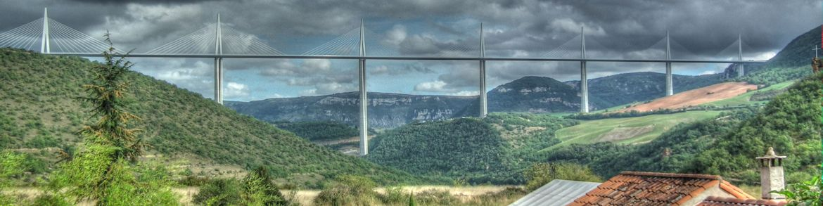 Millau-Viaduct-from-Peyre