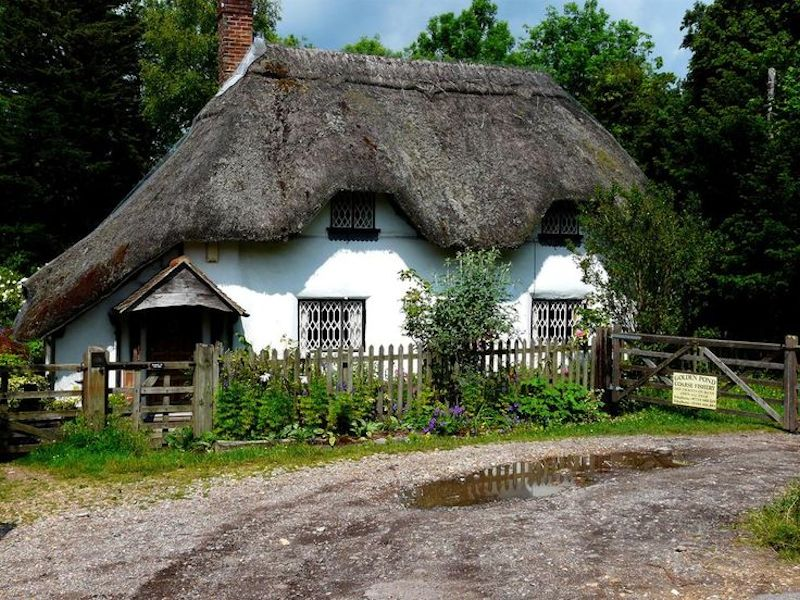Thatched cottage in Sandy Lane